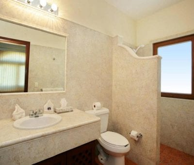 Shared Bathroom with Twin Suite and Downstairs Ocean Suite