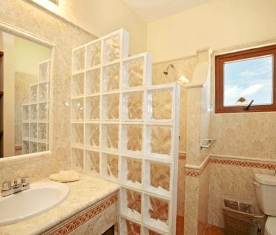 Upstairs Roof Terrace Suite Bathroom